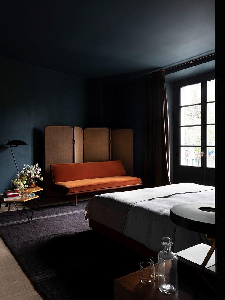 Decorer Avec Des Teintes Sombres Comme Le Sister Hotel Turbulence Deco Decoration Appartement Deco
