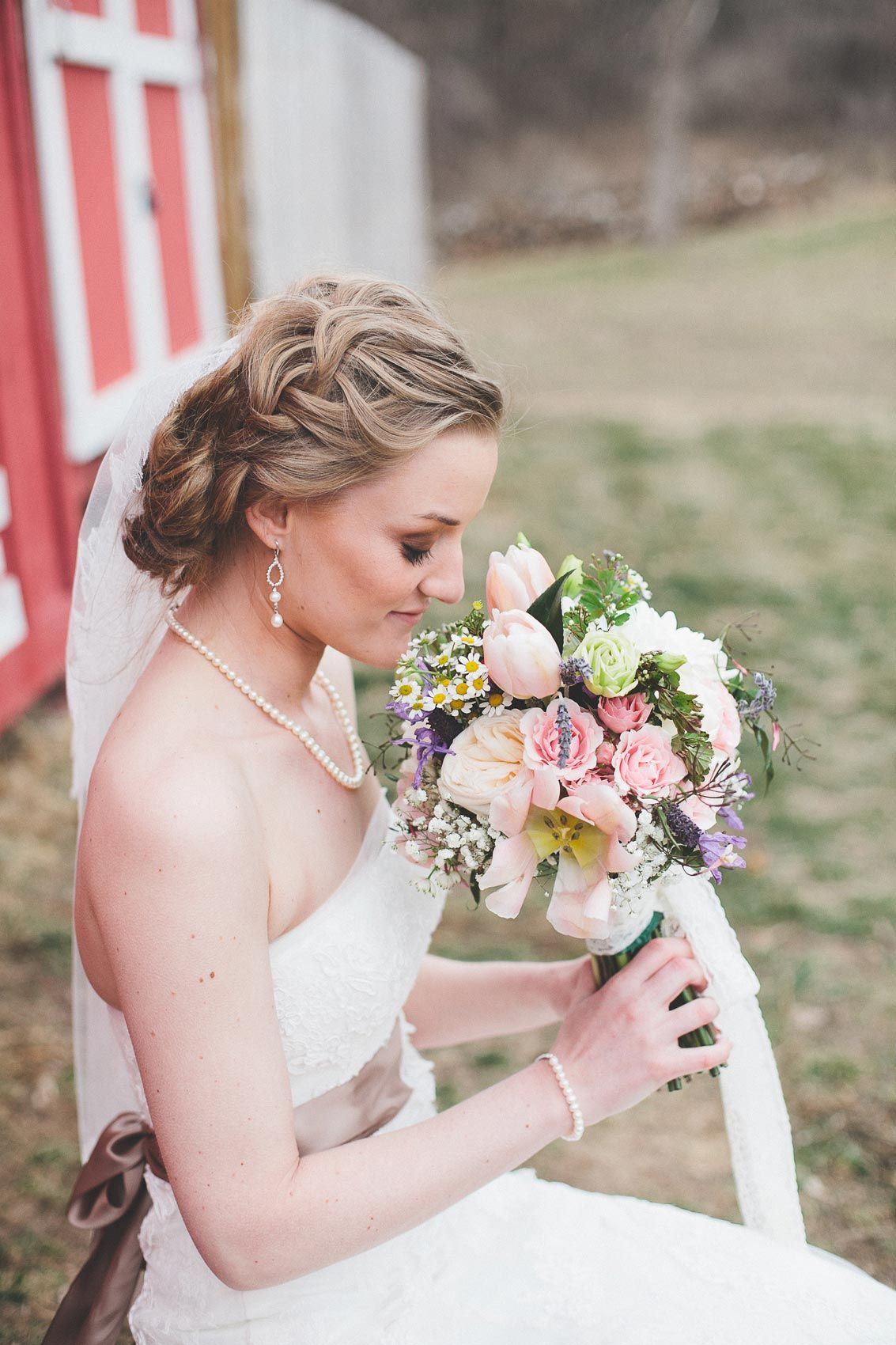 Country Side Wedding | Bridal Look | Bridal Bouquet | Forever Bride | Joanna Day Photography | Minneapolis, MN | www.foreverbride.com