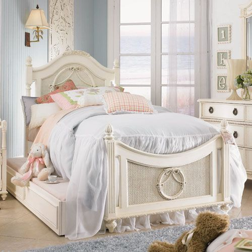 Cadence Cameo Wreath Bed images