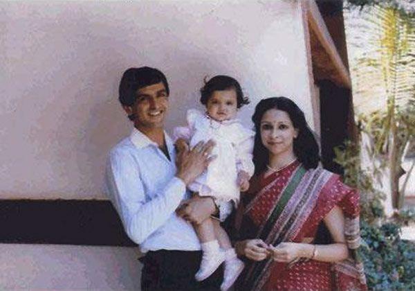 Little Deepika Padukone With Her Parents Deepika Padukone Cute Family Photos Celebrities
