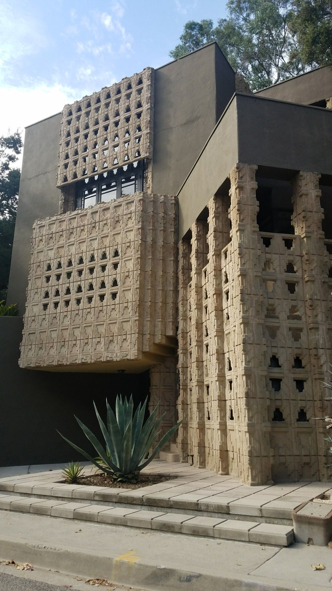 Who Did Frank Lloyd Wright Design The Above House For : frank, lloyd, wright, design, above, house, Derby, House, Glendale,, Lloyd, Wright, 1926., Frank, Wright., Photo, Buildings,, Architecture,