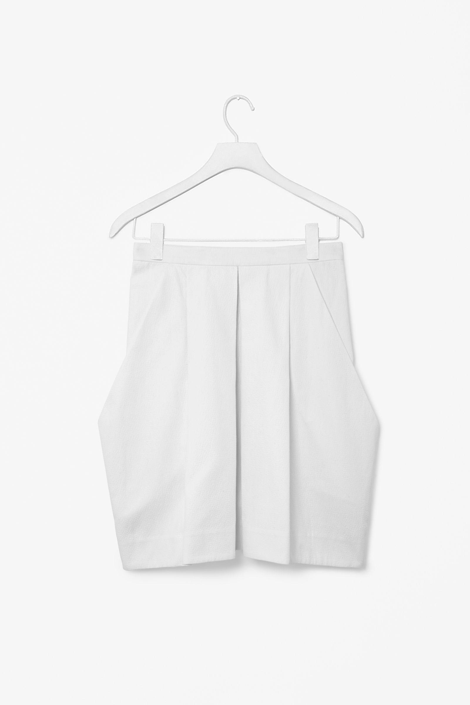 Structured skirt
