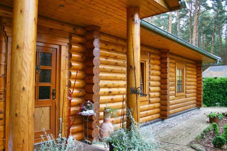Blockhaus In Rundstamm Wird 10 Jahre Blockhaus Bauen Holzhaus Bauen Haus