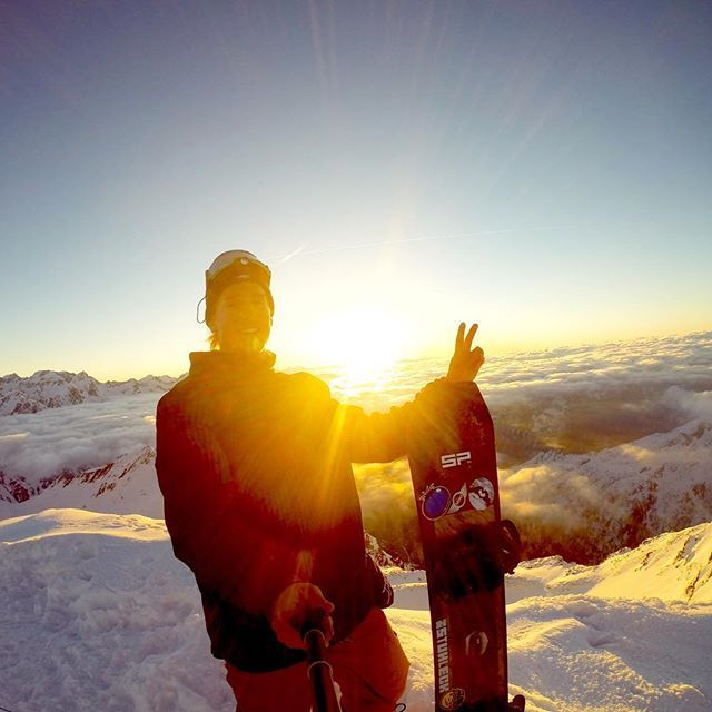 Suh dude. Photo Cred: @clemens schattschneider using our Remote Pole. #spgadgets #remotepole #addmorefunction #suhdude #snowboarding #gopro #goprohero #highup #weekend #weekendvibes #iphone #FF #gadget #device