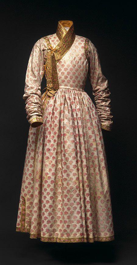 Mughal Dress Ip Men S Robes Indian Textiles Indian