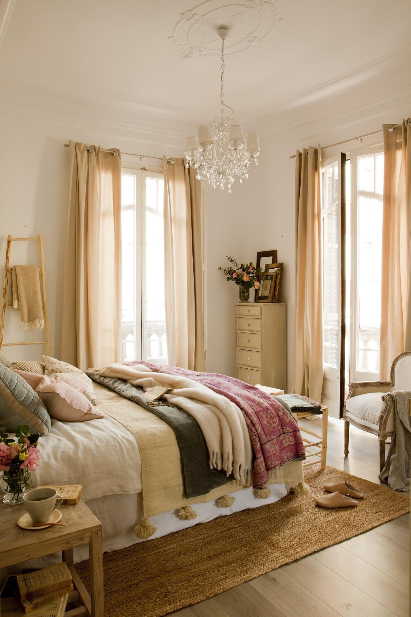 Cuida mucho los textiles dormitorios matrimonio for Como modernizar un dormitorio clasico