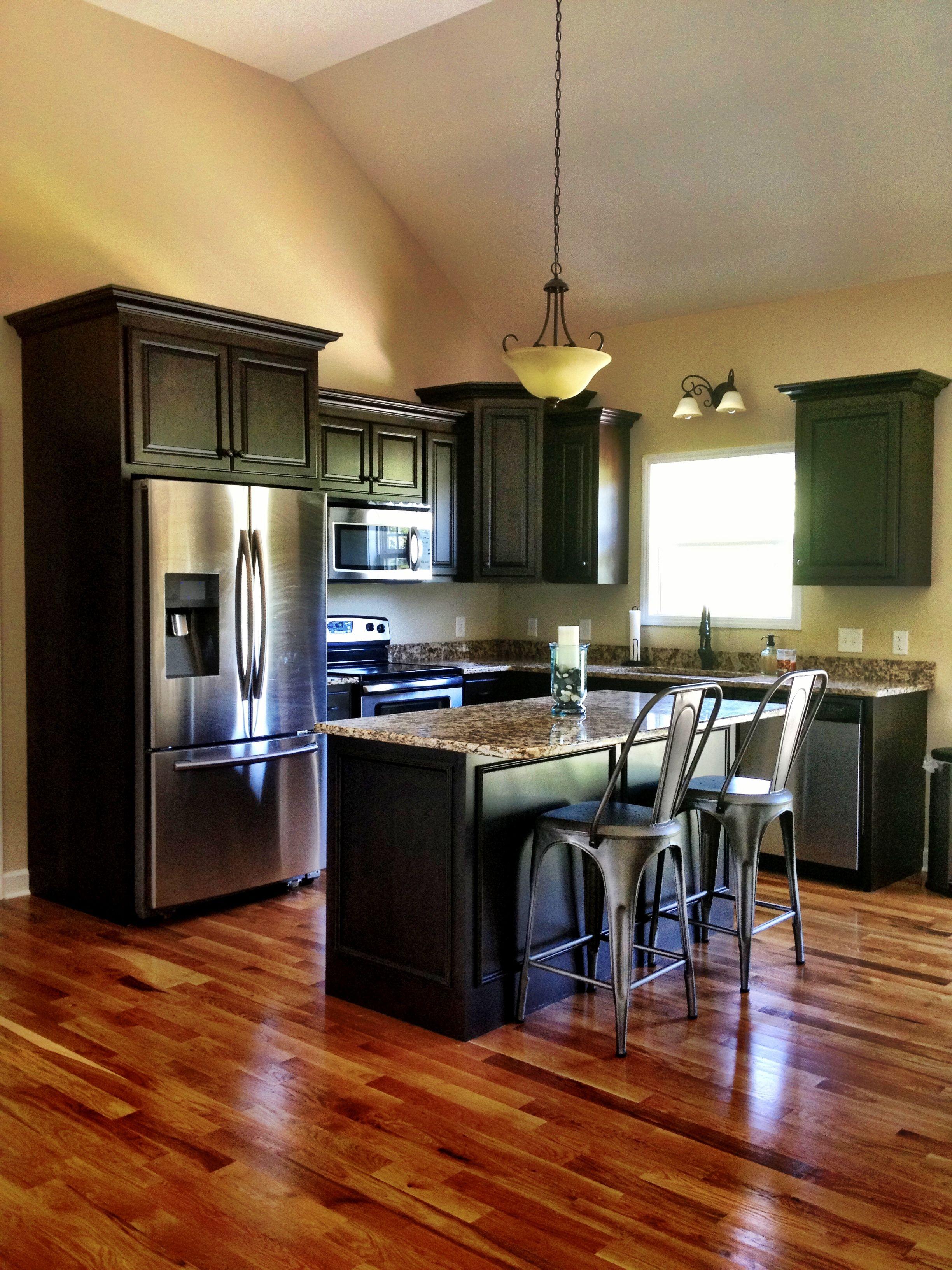 industrial rustic kitchen // granite // dark kitchen