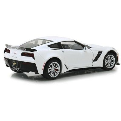 2019 Chevrolet Corvette Z06 Coupe Arctic White 1 24 Diecast Model