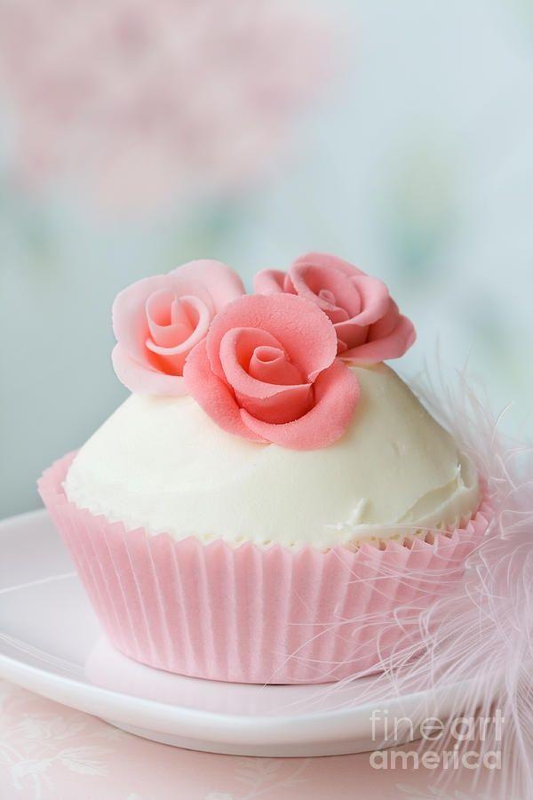 Rose Cupcake Ruth Black