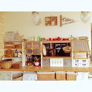 キッチンカウンター上の棚 お気に入りの雑貨たち のインテリア実例