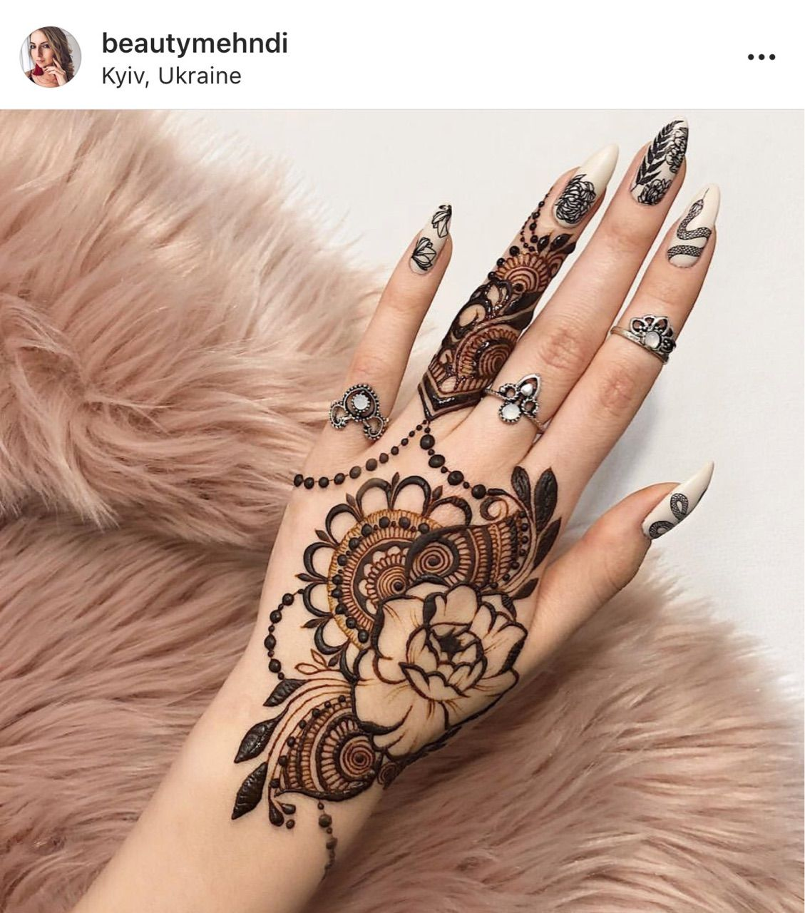 Image In Henna Collection By Za On We Heart It In 2020 Henna Tattoo Designs Hand Henna Tattoo Designs Henna Tattoo Hand