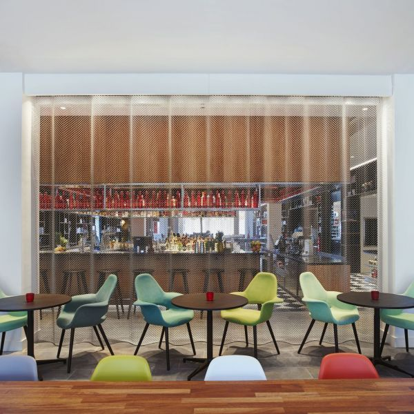 citizenM Tower of London hotel - living room | Executive Lounge ...