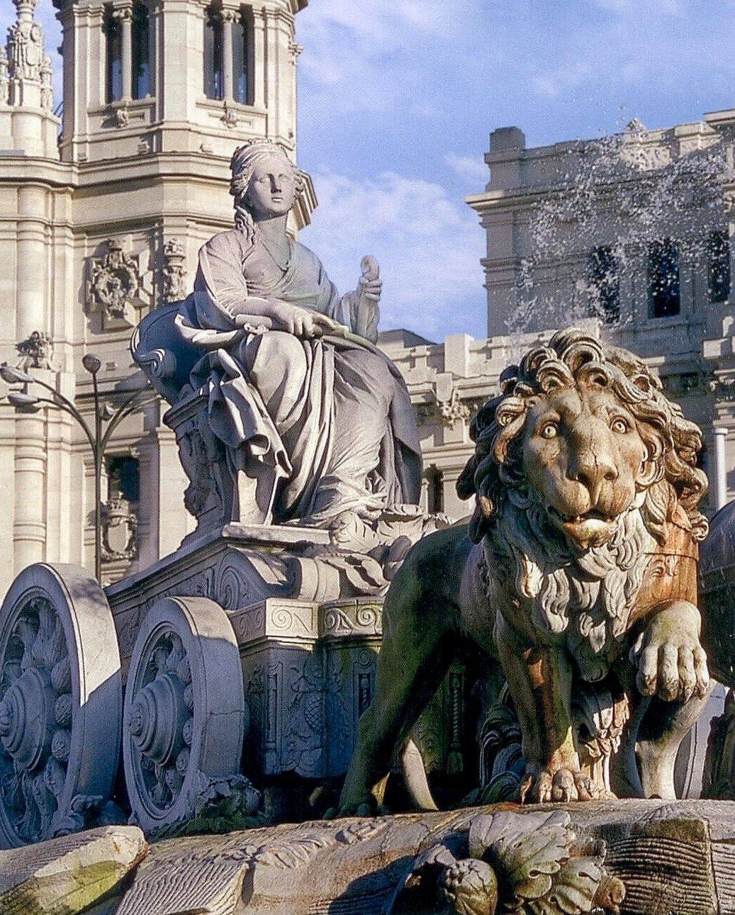 Te ofrecemos una de las hermosas obras que verás en #Madrid Fuente de Cibeles #Viajar