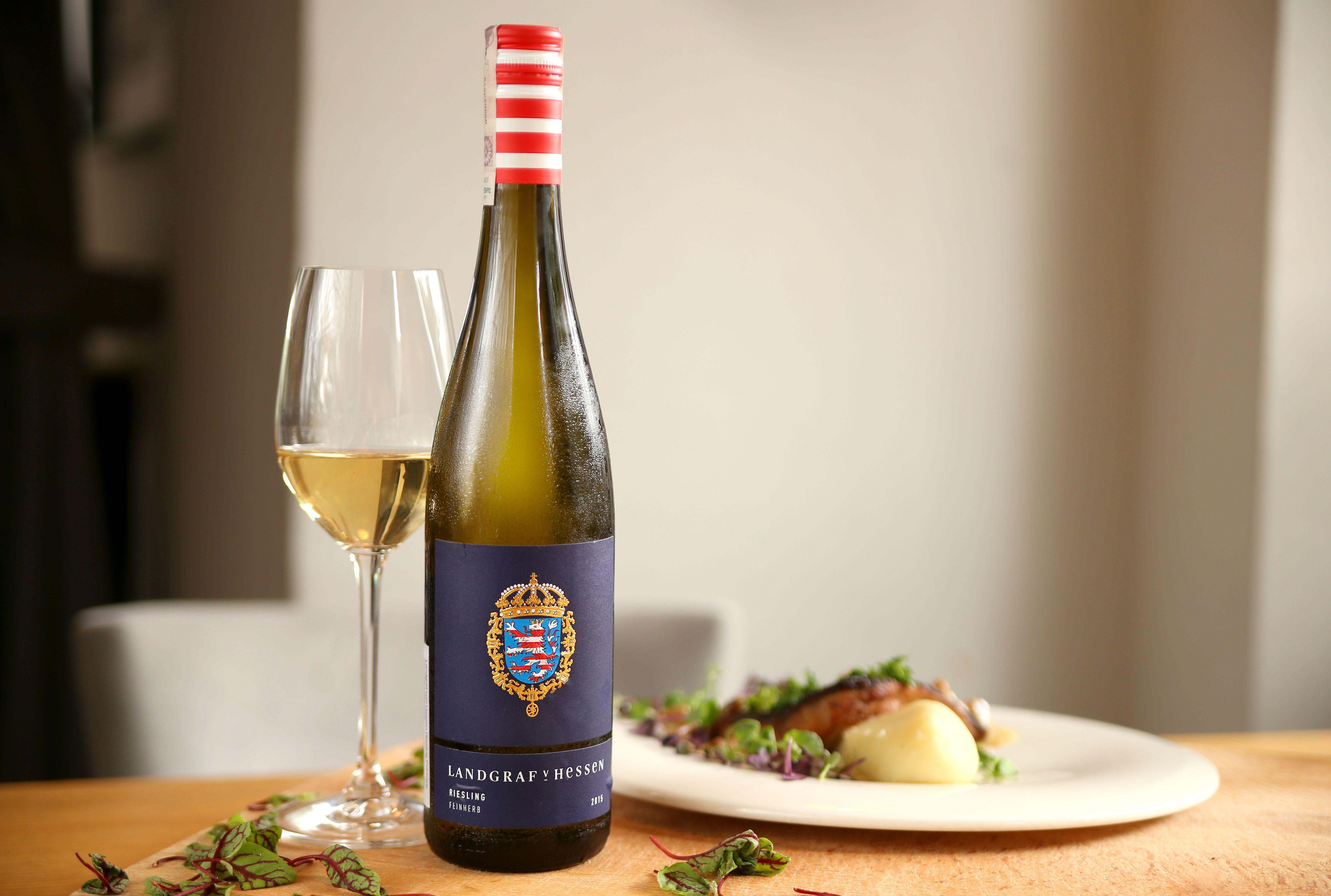 W Restauracji Akademia Oferujemy Zarowno Pyszne Dania Kuchni Polskiej I Europejskiej Jak I Najlepsze Wina Z Roznych Zakatkow Swiata Wine Bottle Food Red Wine