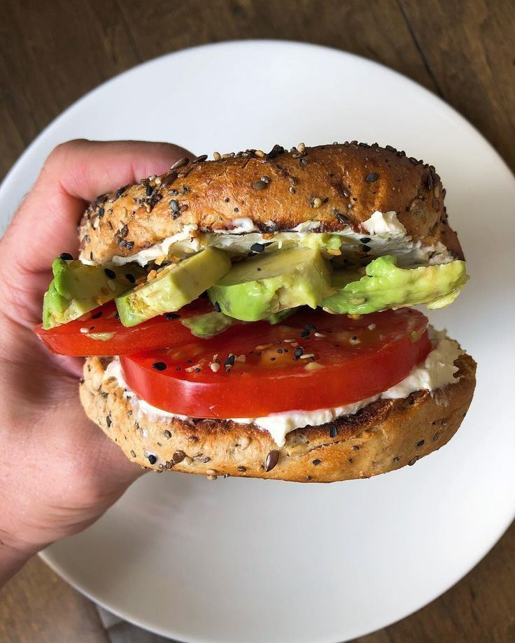 Schönen Samstag Anstoßen auf das Wochenende mit diesem super leckeren Bagelwich De   dip toast toast design hawaii rezepte ideas rezepte rezepte mit ei üb...