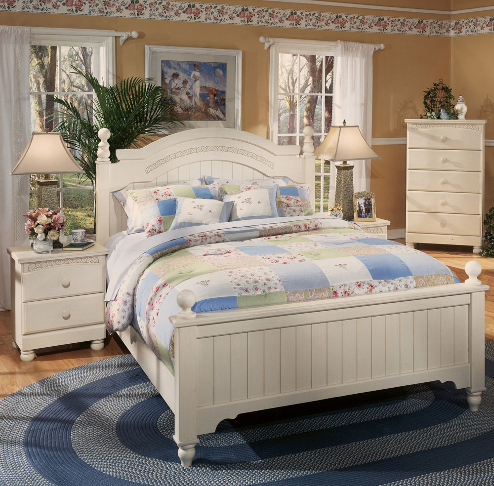 Cottage Retreat Queen Poster Bed | Ashley | Home Gallery ...