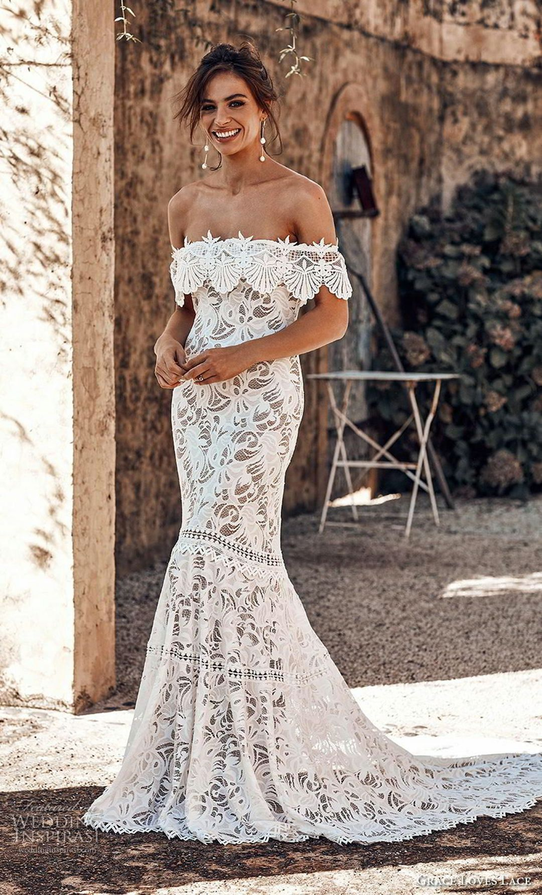 Celebrate Your Summer Wedding With Women S Lace Wedding Dress Ideas Laceweddingdressideas Wedding Dresses Short Wedding Dress Backless Wedding Dress [ 1782 x 1080 Pixel ]
