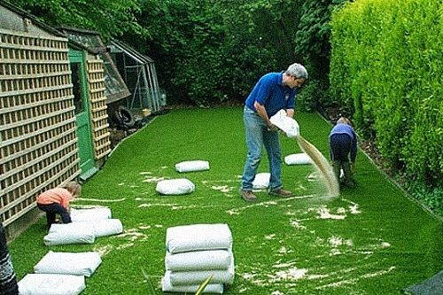 Applying Silica Sand Artificial Grass Artificial Grass Backyard Artificial Grass Installation