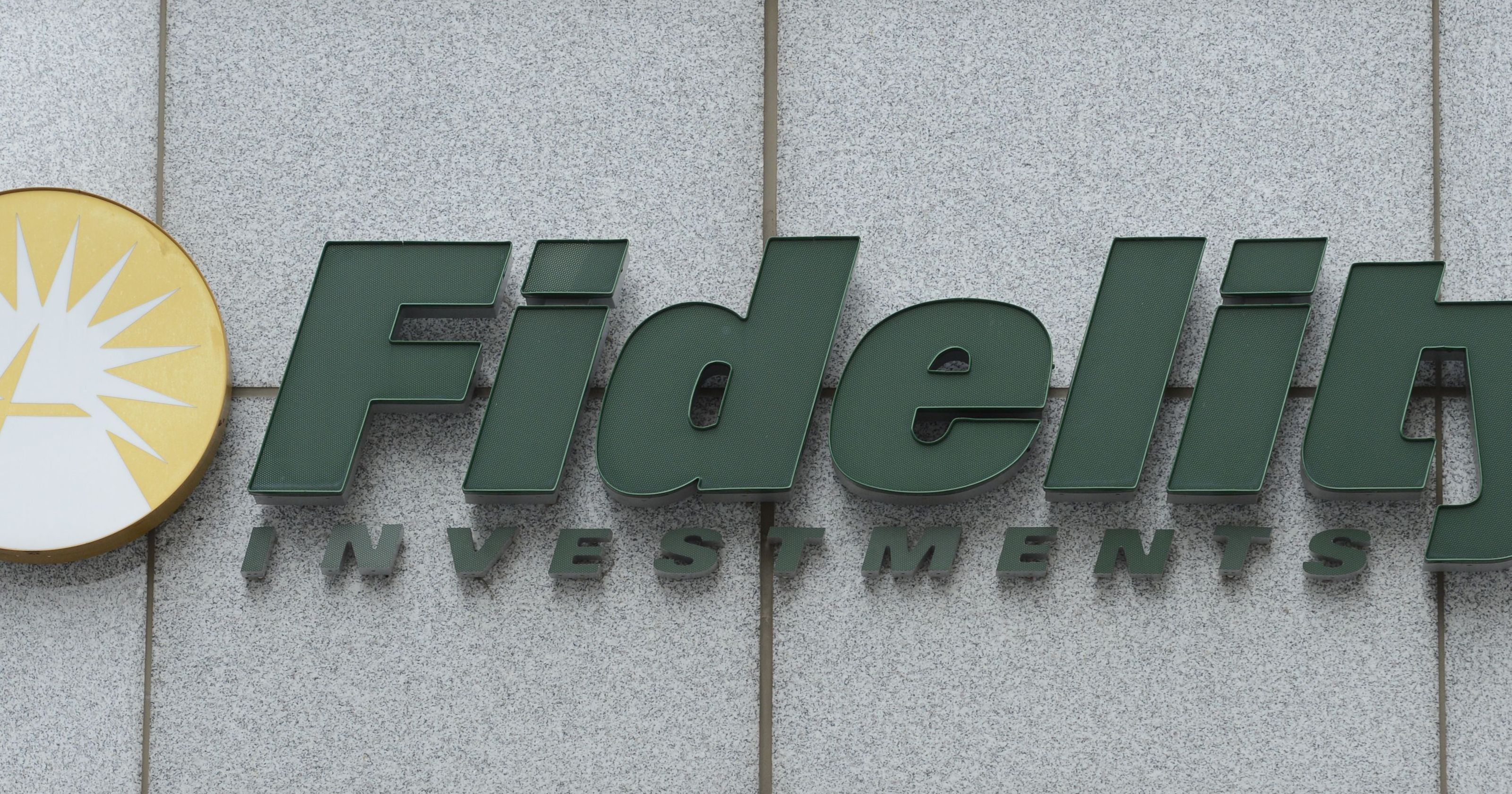 fidelity offers two index funds with zero fees escalating a fight