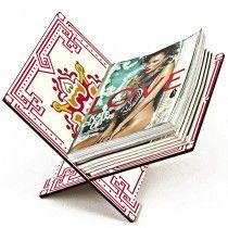 Organizar suas revistas ou jornais ficou muito mais fácil com o Revisteiro X – Azulejo Rosa! Feito 100% de madeira. O revisteiro é excelente para deixar suas revistas organizadas em um canto da casa, escritório ou até mesmo em sala de espera. O revisteira é fácil de transportar para todo lugar; é dobrável, ou seja, é só fechar e pronto. Organize e decore sua casa, escritório ou sala de espera com esse lindo Revisteiro X – Azulejo Rosa! Mais uma ótima dica de presente criativo para homens e…