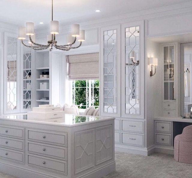更衣室 image by 何佳蓉 | Luxury closet, Dressing room design ...