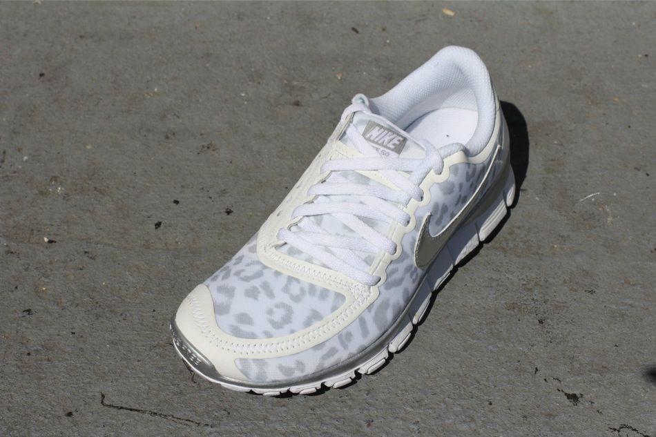 80662e5c03a7 Nike WMNS Free 5.0 V4 - Leopard - White Metallic SIlver