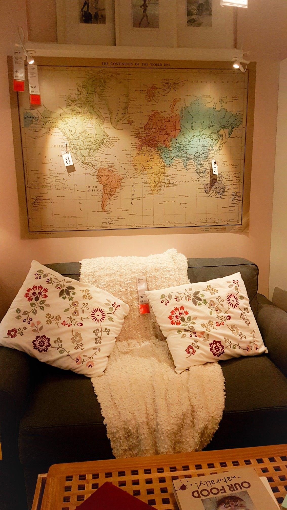 Large world map as living room background. Great idea and wonderful layout #ikeahack
