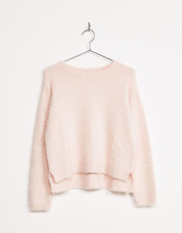 Jersey pelo cropped. Descubre ésta y muchas otras prendas en Bershka con  nuevos productos cada semana 2f77c1b7833e