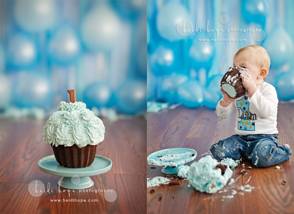 Streamers And Balloons As A Backdropfirst Birthday Smash Cake - Cake smash first birthday