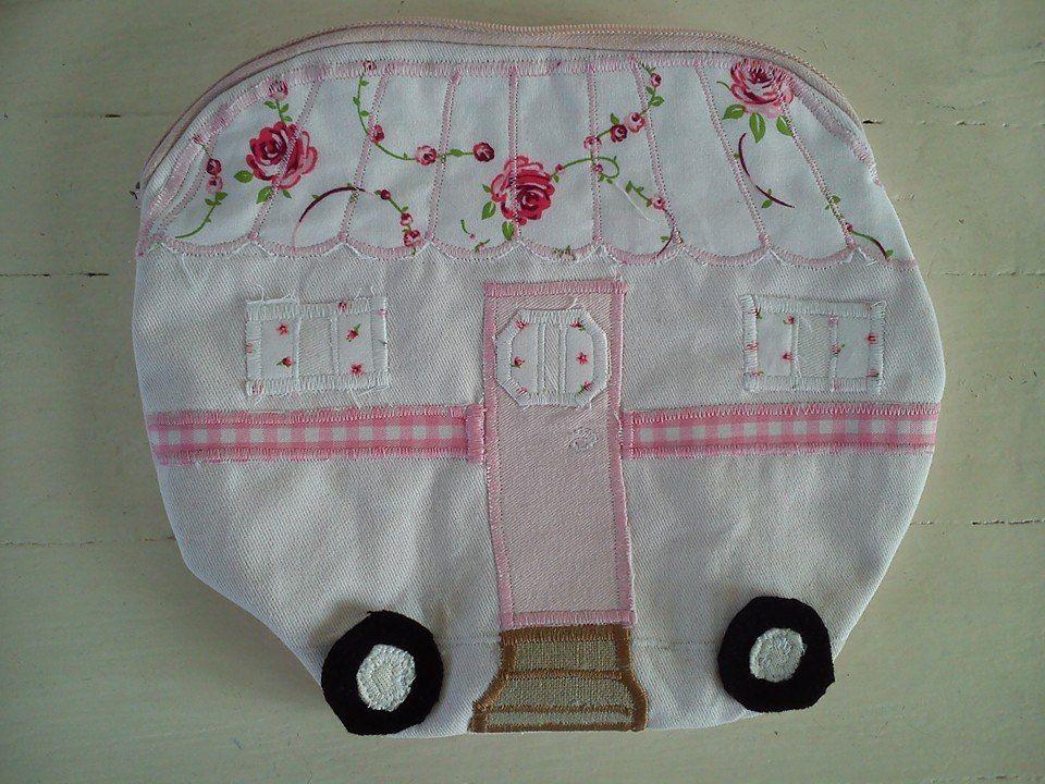Vintage caravan (trailer, camper) etui, voor je kleurpotloden of je stiften of te gebruiken als kleine toilettas +/- 19x23cm €15.00
