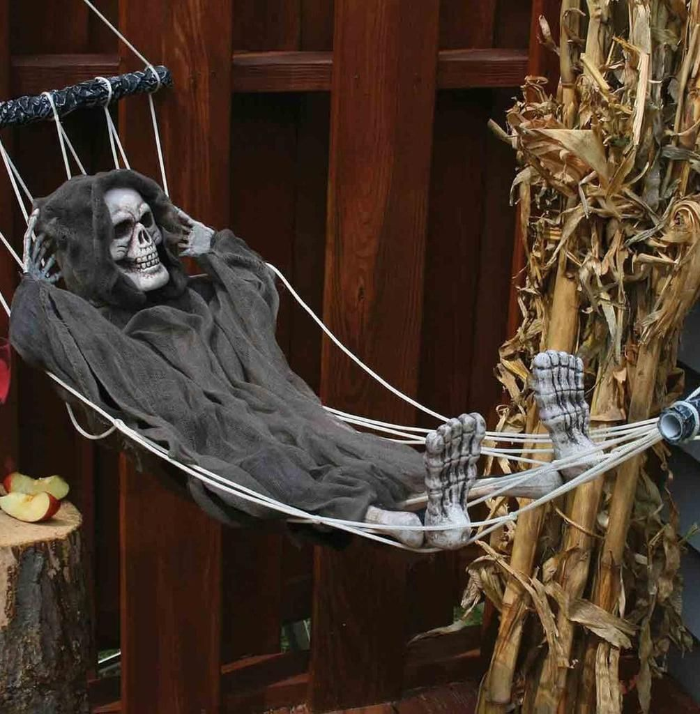 55 Festive Outdoor Halloween Decorations To Trick Out Your