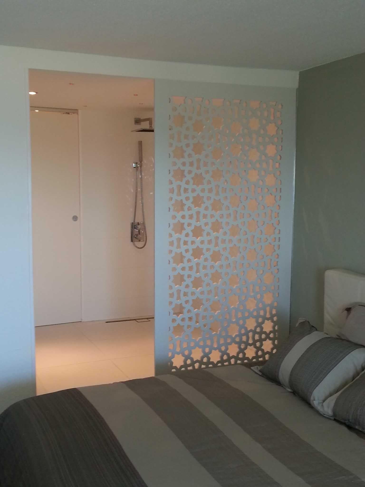 Séparation d'une salle de bain / chambre en FOREX (PVC blanc ...