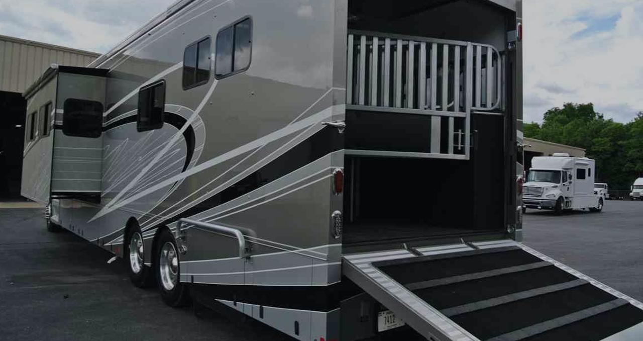 Equine Motorcoach Horse Trailer Living Quarters Trailer Living Horse Trailer