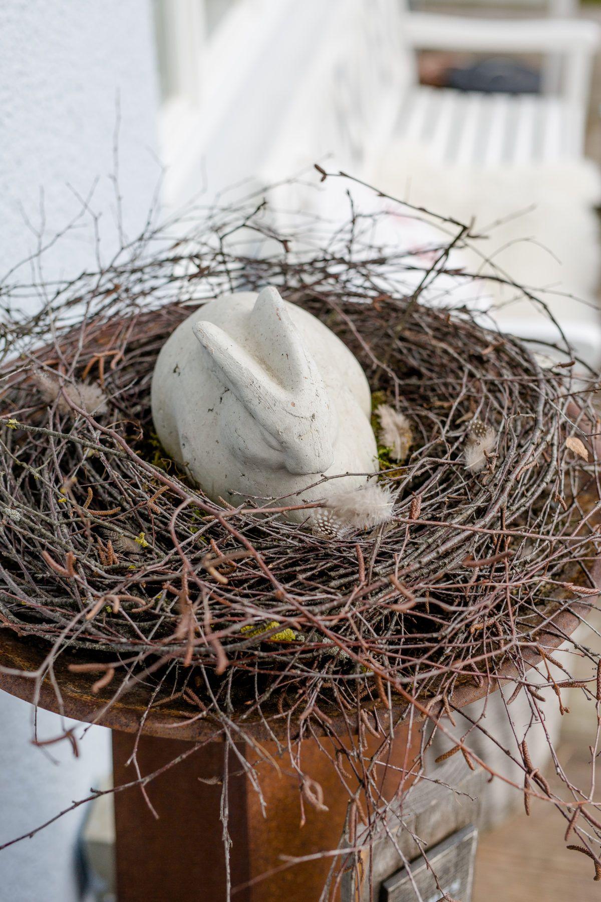 Frühlingsanfang mit großem Nest aus Birkenreisig • Pomponetti
