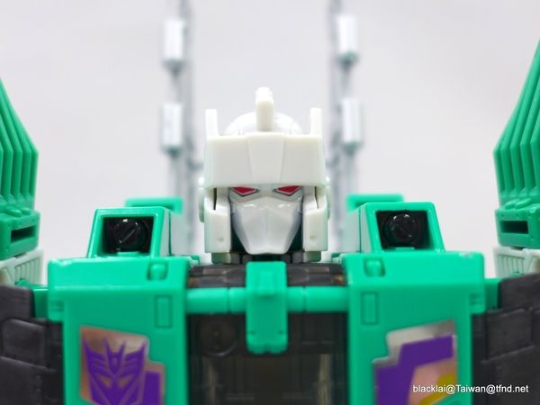 Generations Titans Return Sixshot - In-Hand Photos Of Wave 3 Leader Class Figure