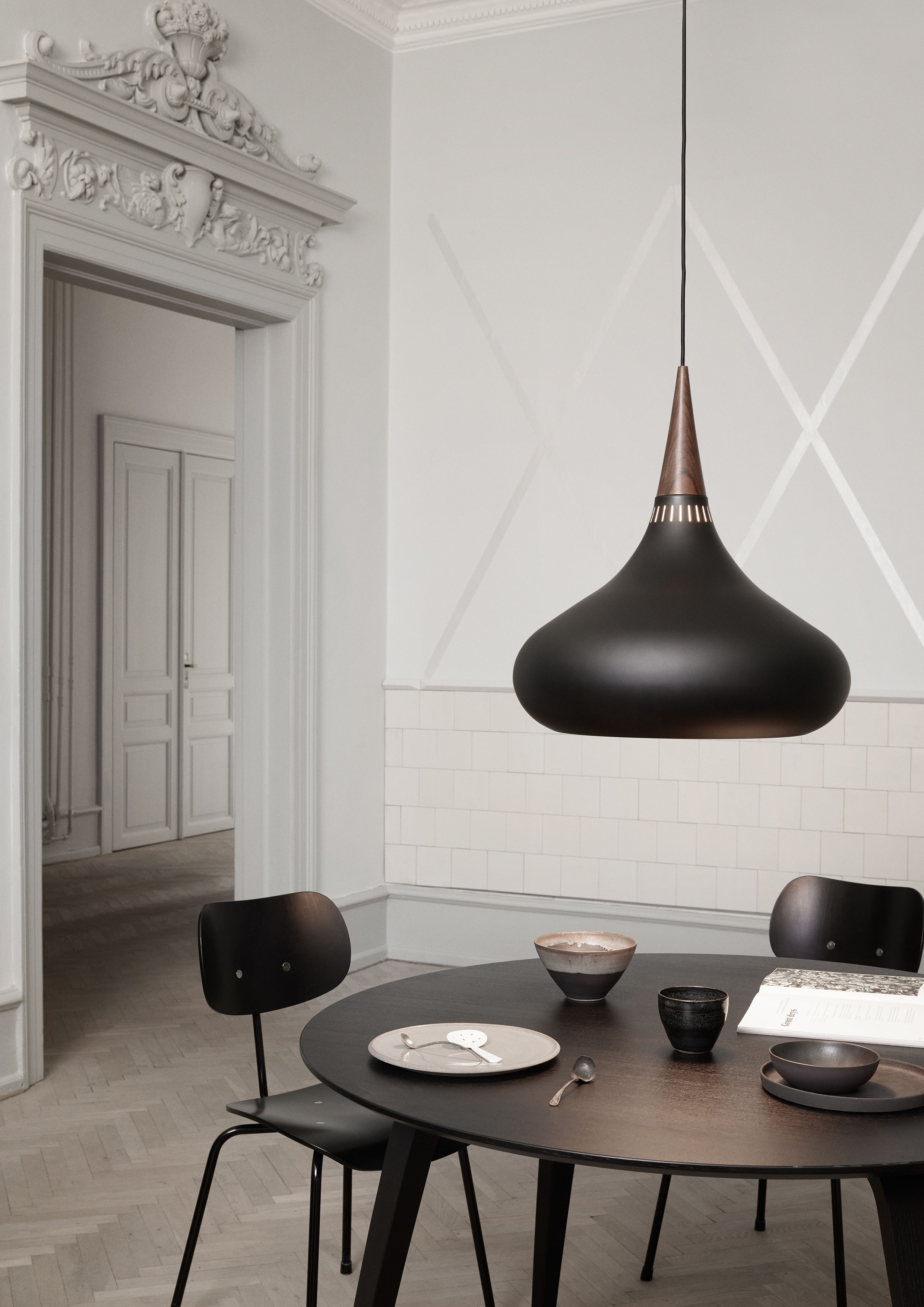 Wunderbar Moderne Lampen Esstisch Dekoration Von Dining Room Featuring The Orient Black Pendant