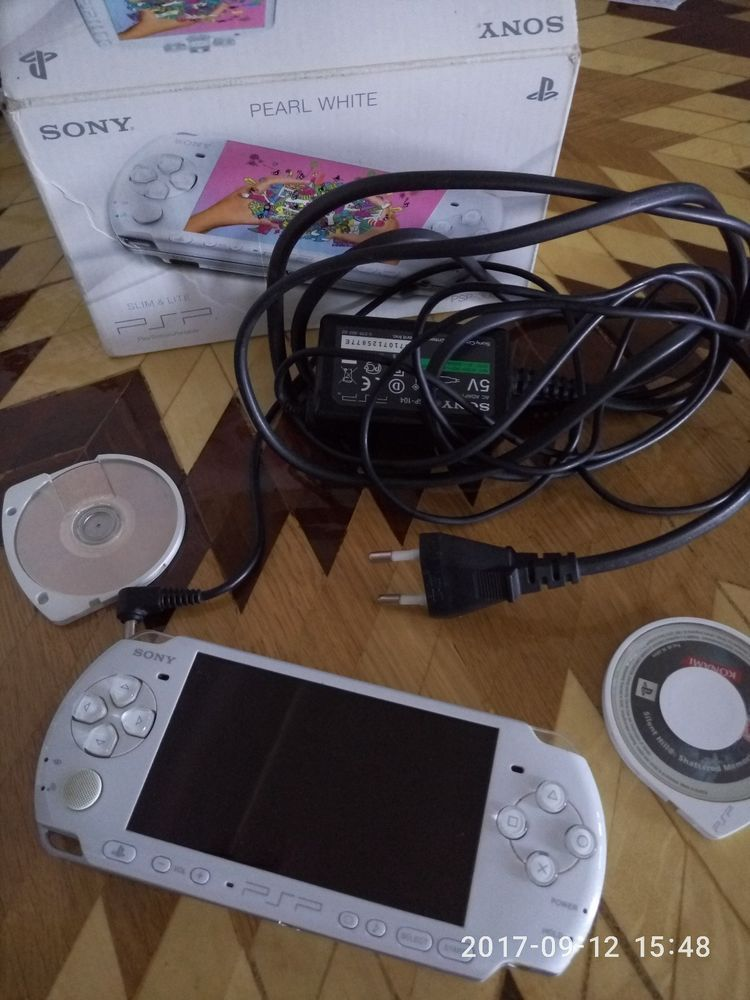 Sony PSP 3003 Console Pearl White Slim Lite With 2 Gb Memory Card And Games