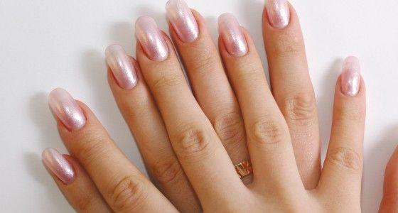 Wanneer de natuurlijke nagels niet lang genoeg zijn om er gel op aan te brengen, wordt gewerkt met verlengingen. Deze kleine plastic 'tips' worden op uw natuurlijke nagels gekleefd, zonder ze te beschadigen.