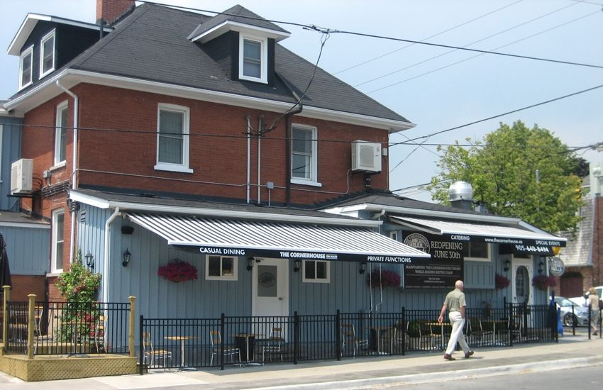 The Cornerhouse On Main Rolltec Retractable Awnings Toronto Ontario Canada Retractable Awning Awning Maine