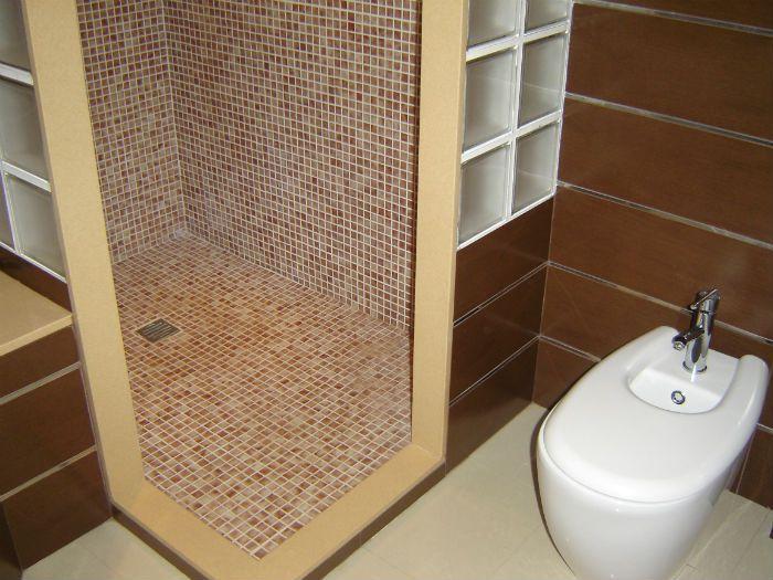 Platos de ducha 5 tipos de suelos para duchas pinterest duchas platos de ducha y platos - Gresite para banos ...