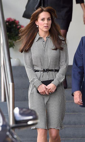 La Duquesa de Cambridge vuelve al trabajo radiante con su nuevo 'look'