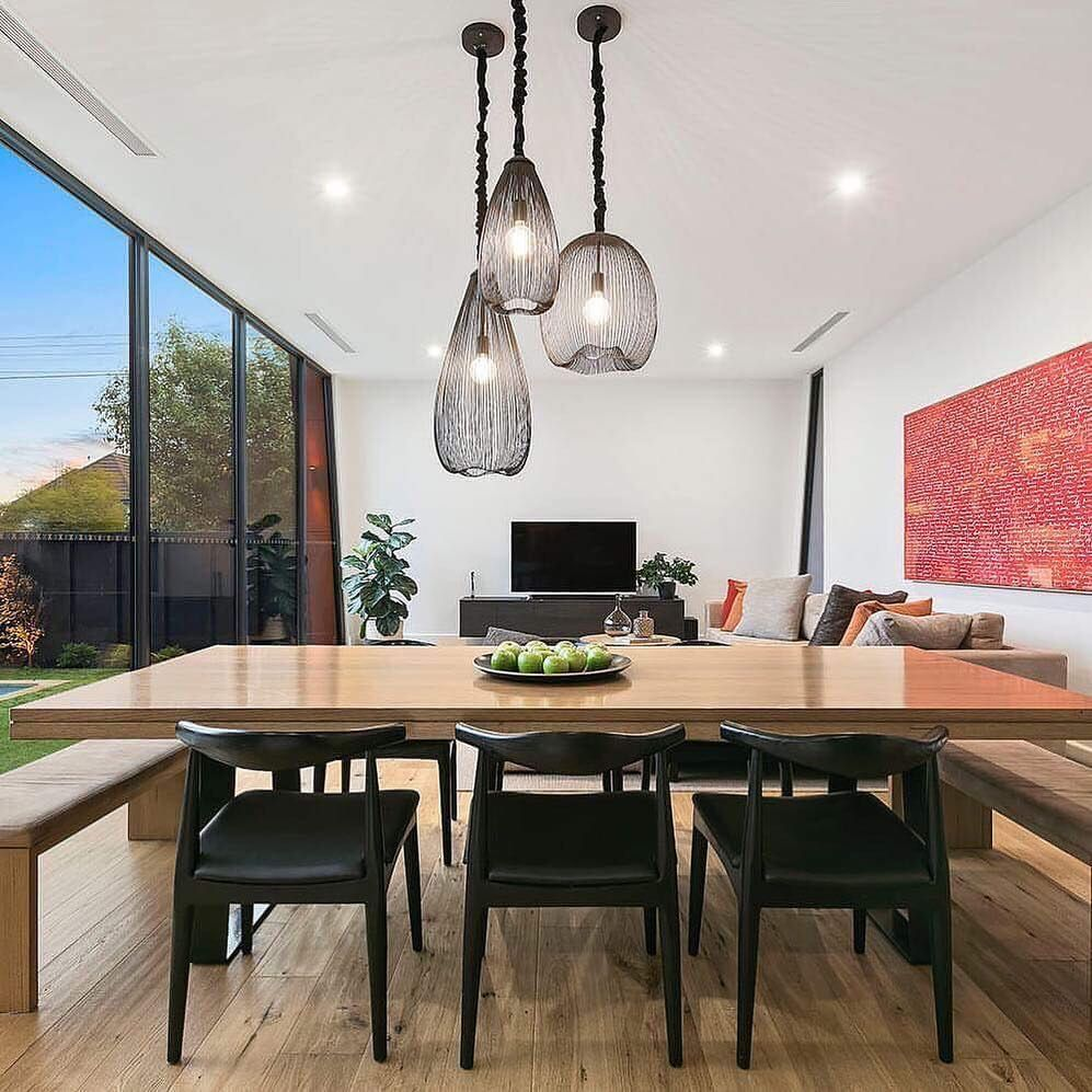 The Perfect Example Of A Cluster Of Pendants Over The Dining Mixing Sizes Of Dining Table Pendant Light Pendant Lighting Over Dining Table Dining Room Pendant