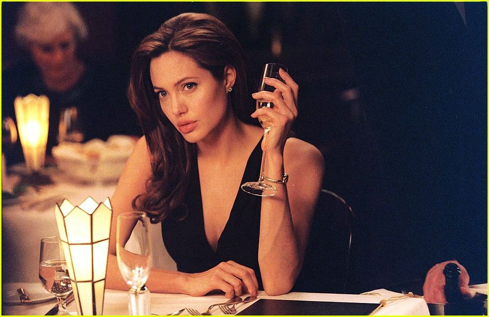 Angelina Jolie Mr And Mrs Smith Interview Woman And Red Wine Angelina Jolie Movies Angelina Jolie Hair Angelina Jolie