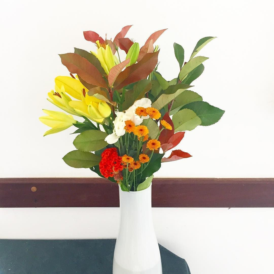 Para começar a semana com inspiração mais uma da festa de ontem. Quer florir a sua? Fale com a gente  #oitominhocas #arranjofloral #floweroftheday #decoraçãocriativa #decoraçãodefesta #decoração