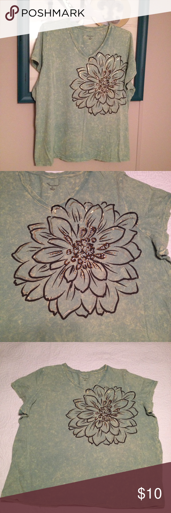💚Green floral tee with crystal details. Pretty and vibrant green v neck tee with a floral design and crystal details on front. Soft and comfortable. Gently worn but in great condition with no stains or tears. westbound woman Tops Tees - Short Sleeve