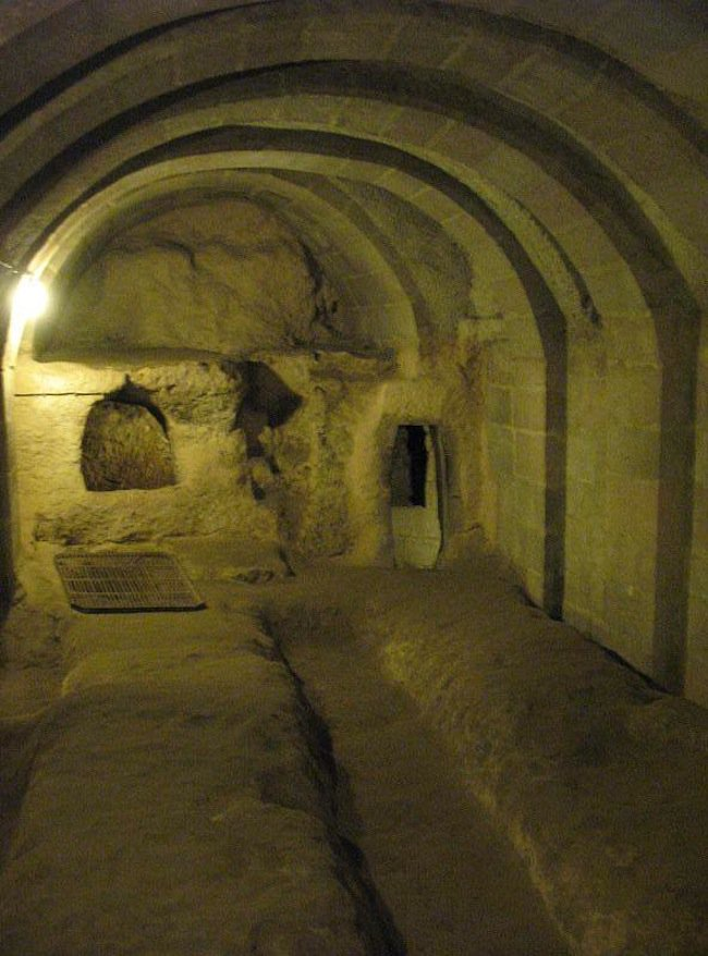 Man Knocks Down Wall In Basement And Discovers A Tunnel Connecting To The Ancient Underground City Of Derinkuyu Ancient Underground City Underground Cities Underground
