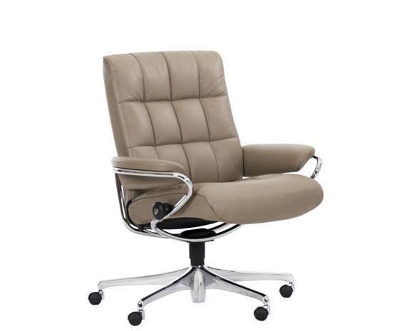fauteuil de bureau confortable au dossier inclinable stressless london office design 60 s avec un matelassage