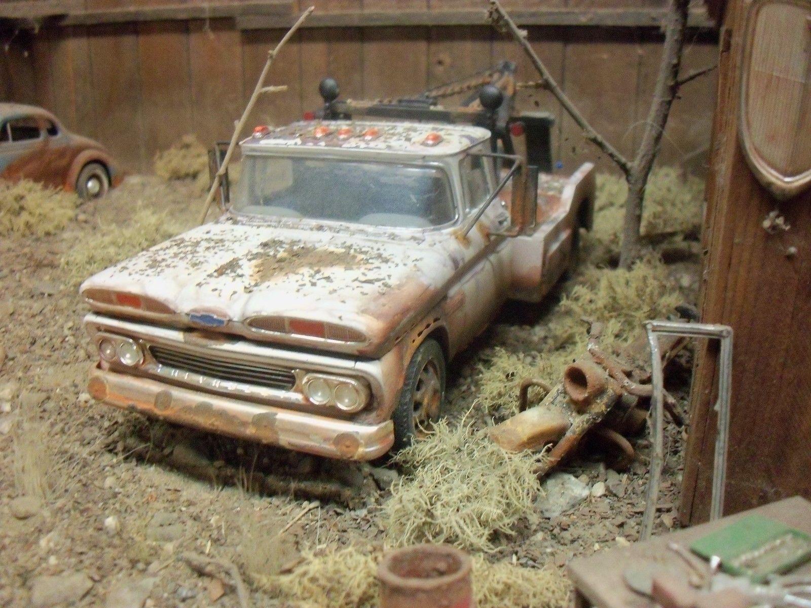 AMT 1960 Chevrolet Chevy Wrecker Junkyard Diorama 1 24 1 25