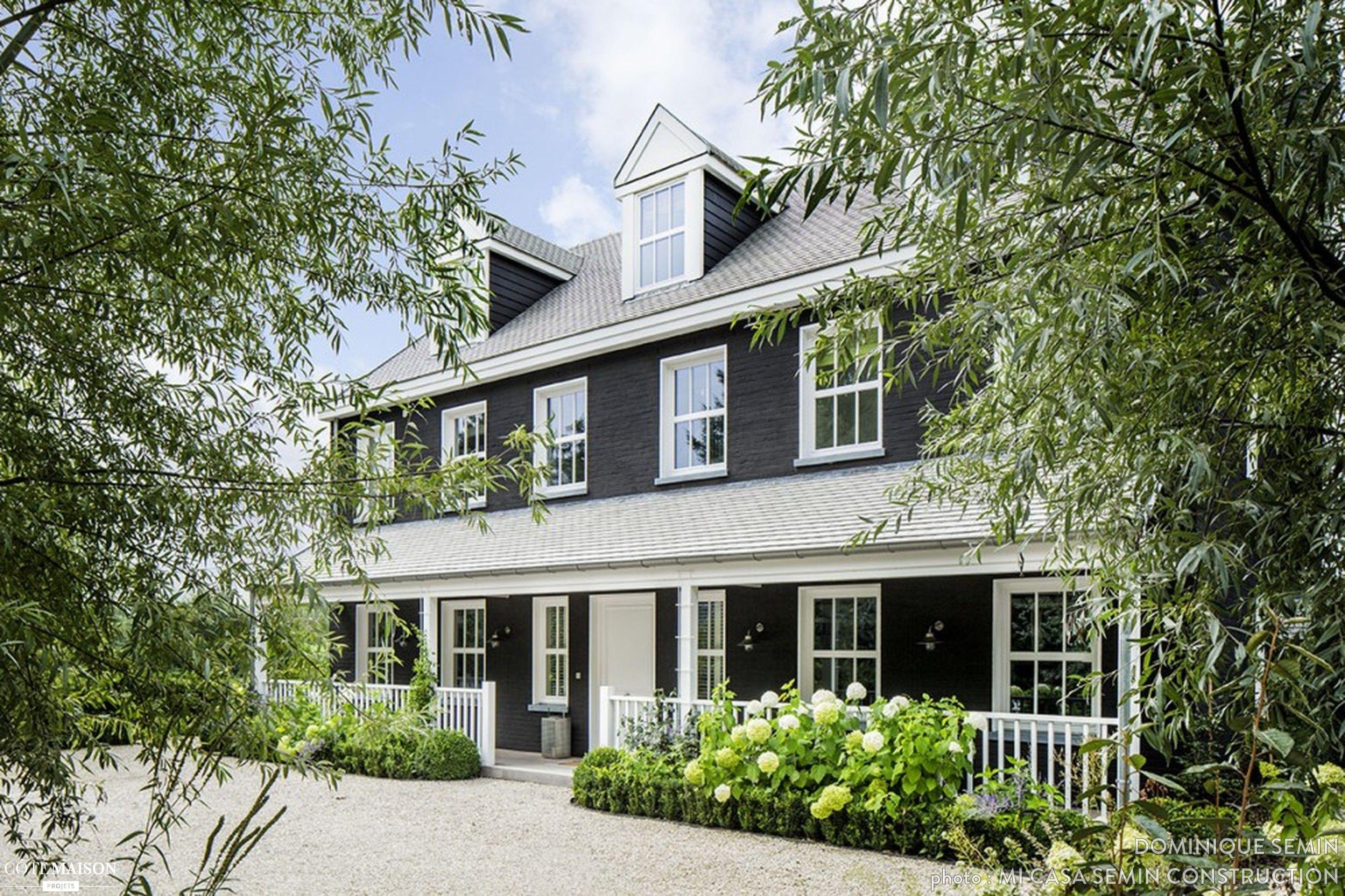une maison de style nouvelle angleterre maisons d. Black Bedroom Furniture Sets. Home Design Ideas