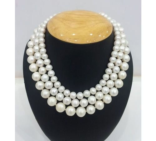 Timeless pearl necklace.